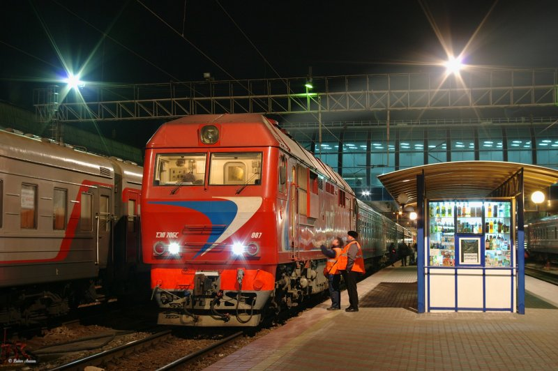 Diesel locomotive TEP70BS-087 wit train Rostov - V