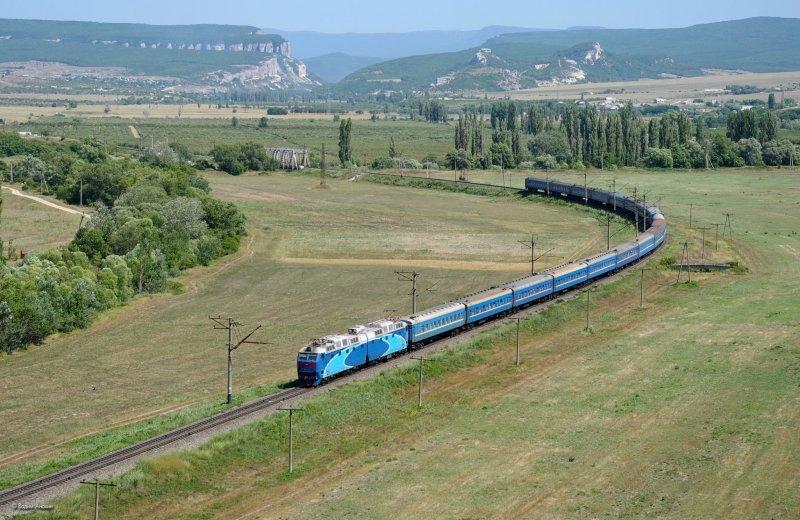 Electric locomotive ChS7-175 with passenger train_