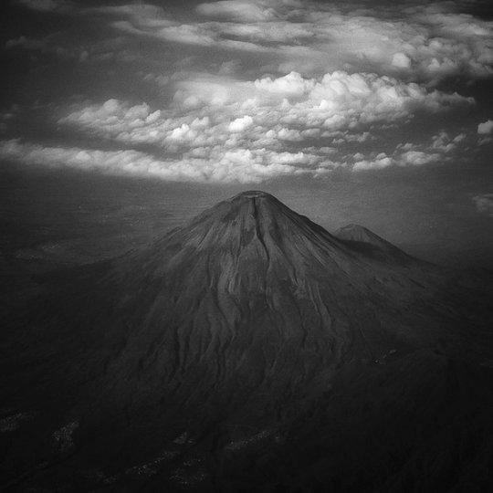 Потрясающие фотографии вулкана Бромо на острове Ява - №1