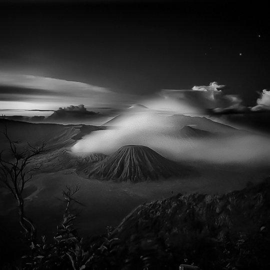 Потрясающие фотографии вулкана Бромо на острове Ява - №13