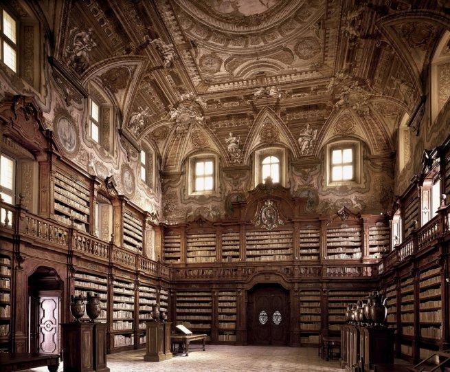 Библиотека Джироламини. Неаполь, Италия.
