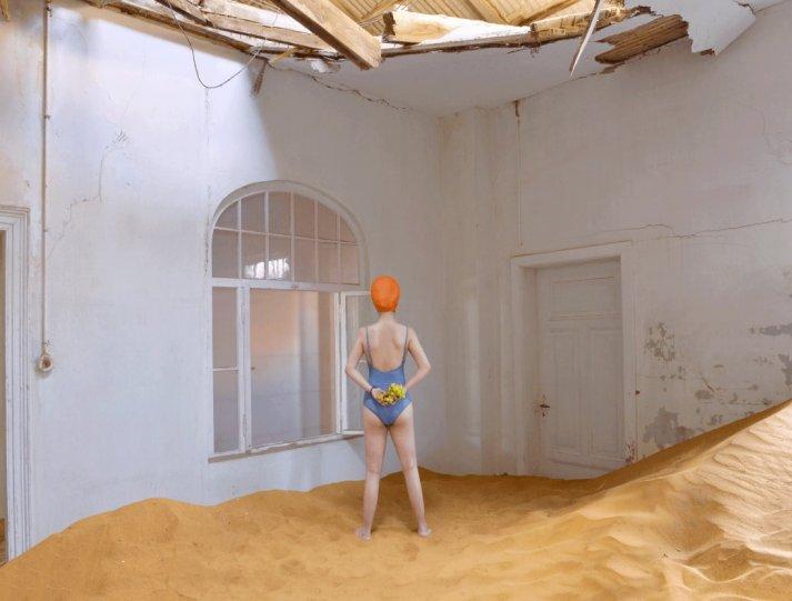 Фотосерия «Еда делает сюрреалистичные вещи в пустыне» - №9