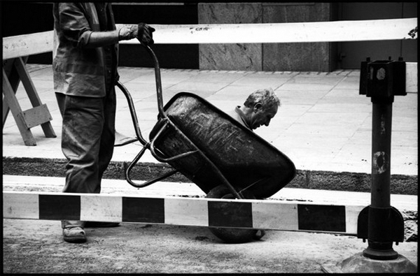 Уличная фотография от Matt Stuart - №6