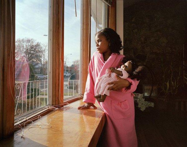 Девочки и куклы в милых детских фото - №2