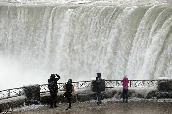 замерз Ниагарский водопад 7