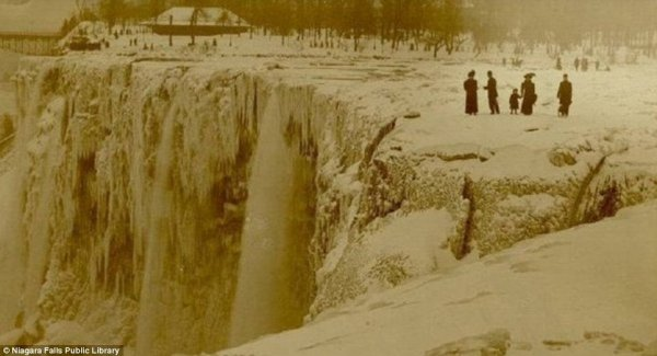 замерз Ниагарский водопад 11