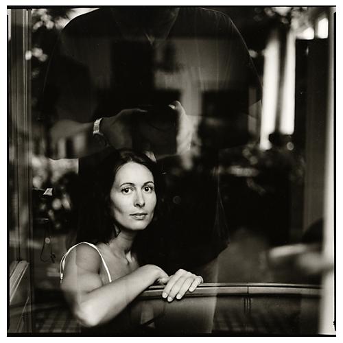 Взгляд в окно - искусство черно-белых фото - №10