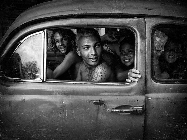 Взгляд в окно - искусство черно-белых фото - №18