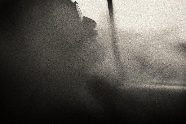 Взгляд в окно - искусство черно-белых фото - №38