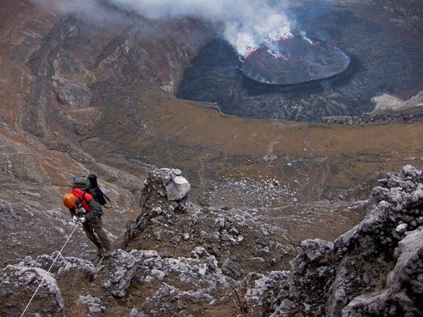 Лучшие фото кадры извержения вулканов мира - №21