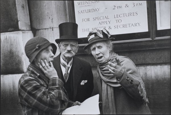 Анри Картье-Брессон. Коронация короля Георга VI, 12 мая 1937 года. Серебряно-желатиновая печать. Собрание Тейт, Лондон, дар Eric and Louise Franck London Collection 2013. © Henri Cartier Bresson / Magnum Photos