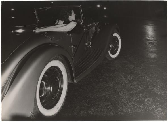 Андре Штайнер. Съемка для автомобильного салона, 1935. Бромосеребряно-желатиновый отпечаток. © Nicole Bajolet-Steiner