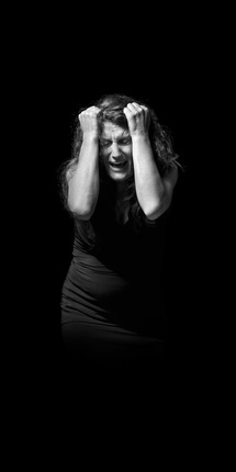 Ширин Нешат. «Не спрашивай, куда ушла любовь». 2012. Инсталляция. Фрагмент. Предоставлено автором и галереей Gladstone, Нью–Йорк и Брюссель