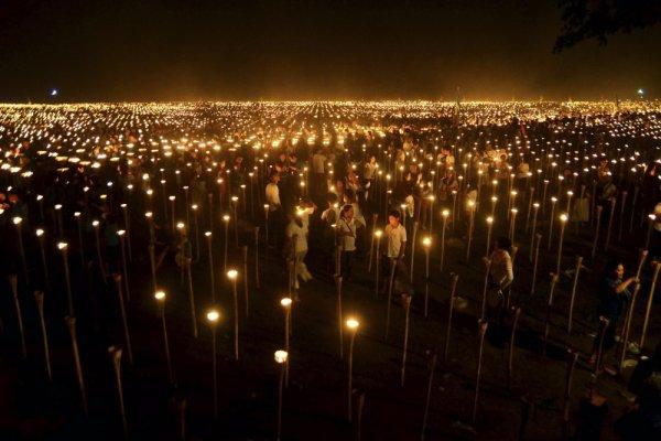 удачный кадр фото - Свет мира в Филлипинах. © Reuters