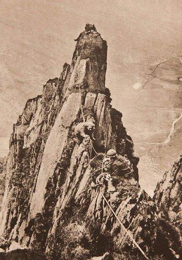 К концу XIX века основным оборудованием скалолазов были только тяжелые толстые веревки.