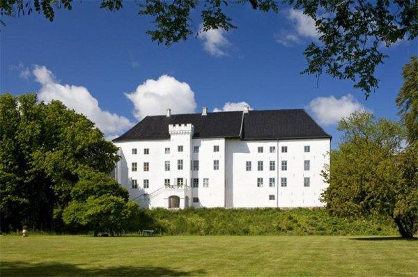 Красивый замок