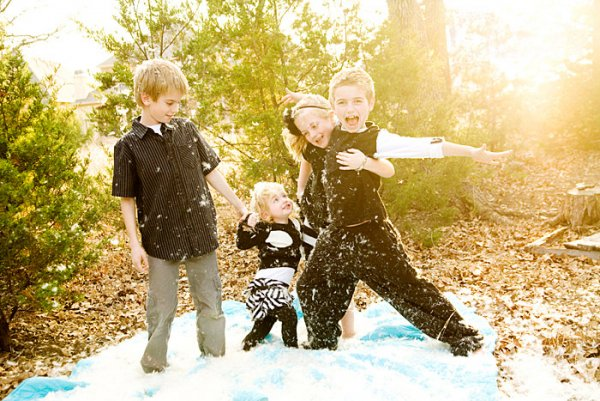 backlight-kids-feathers
