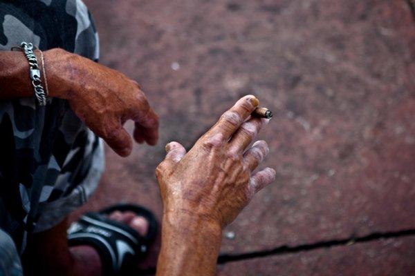 hands-cig